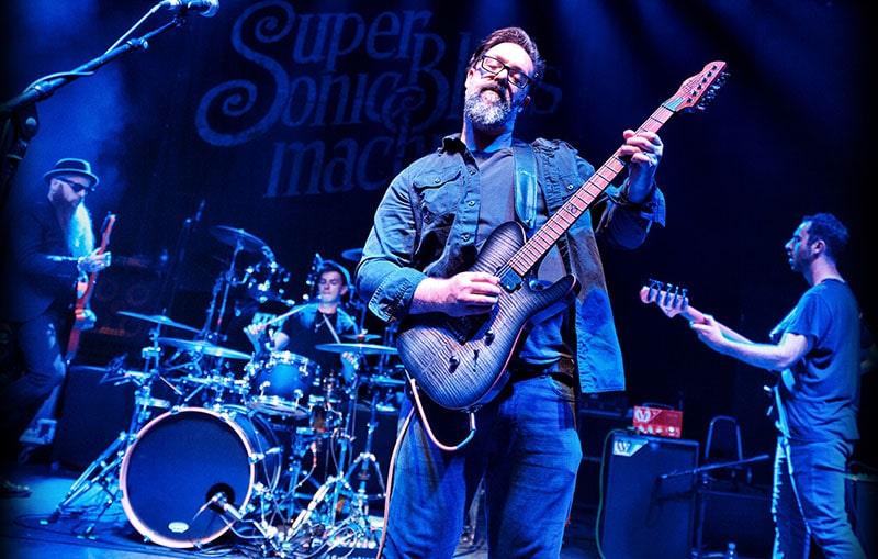 "Photo of British guitarist Rob ""Chappers"" Chapman"
